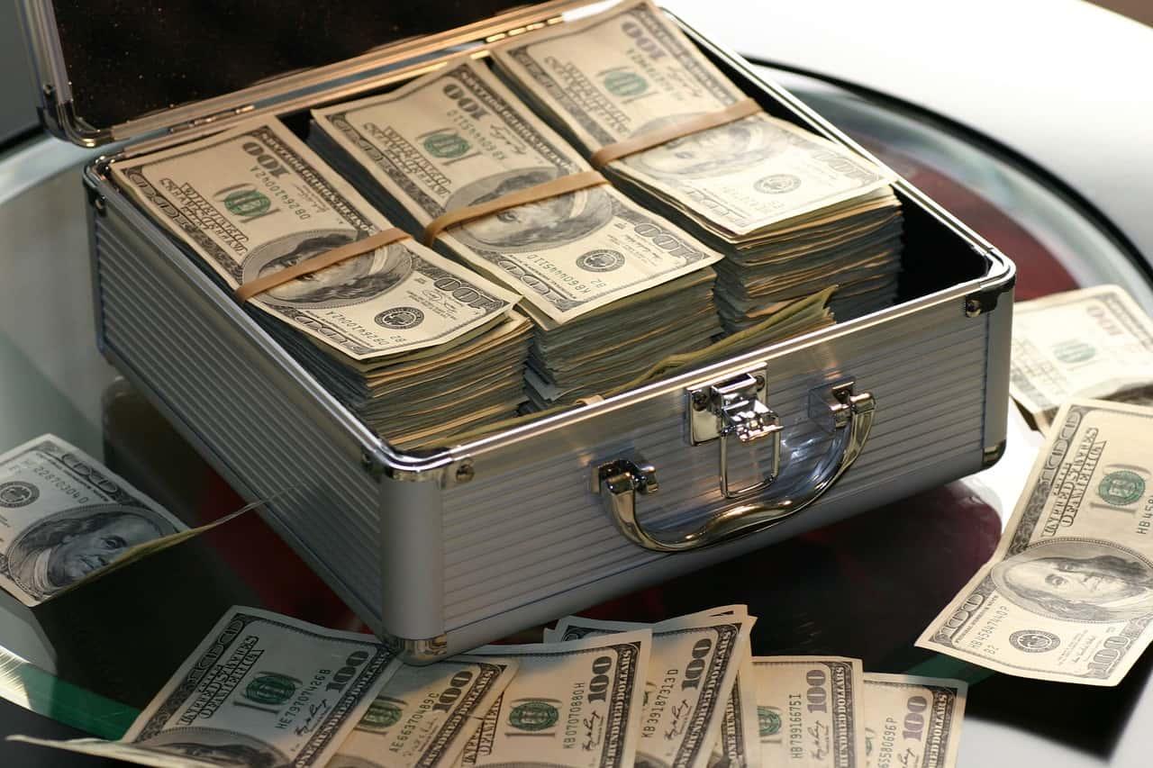 Większość bogatych osób zdobyło swój majątek w uczciwy sposób.