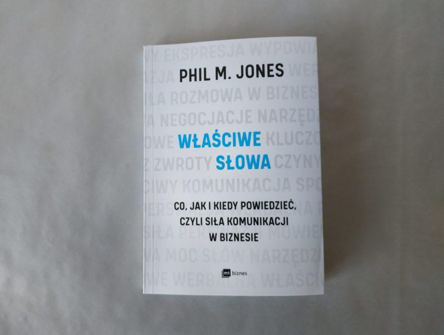 """""""Właściwe słowa"""" - Phil M. Jones"""