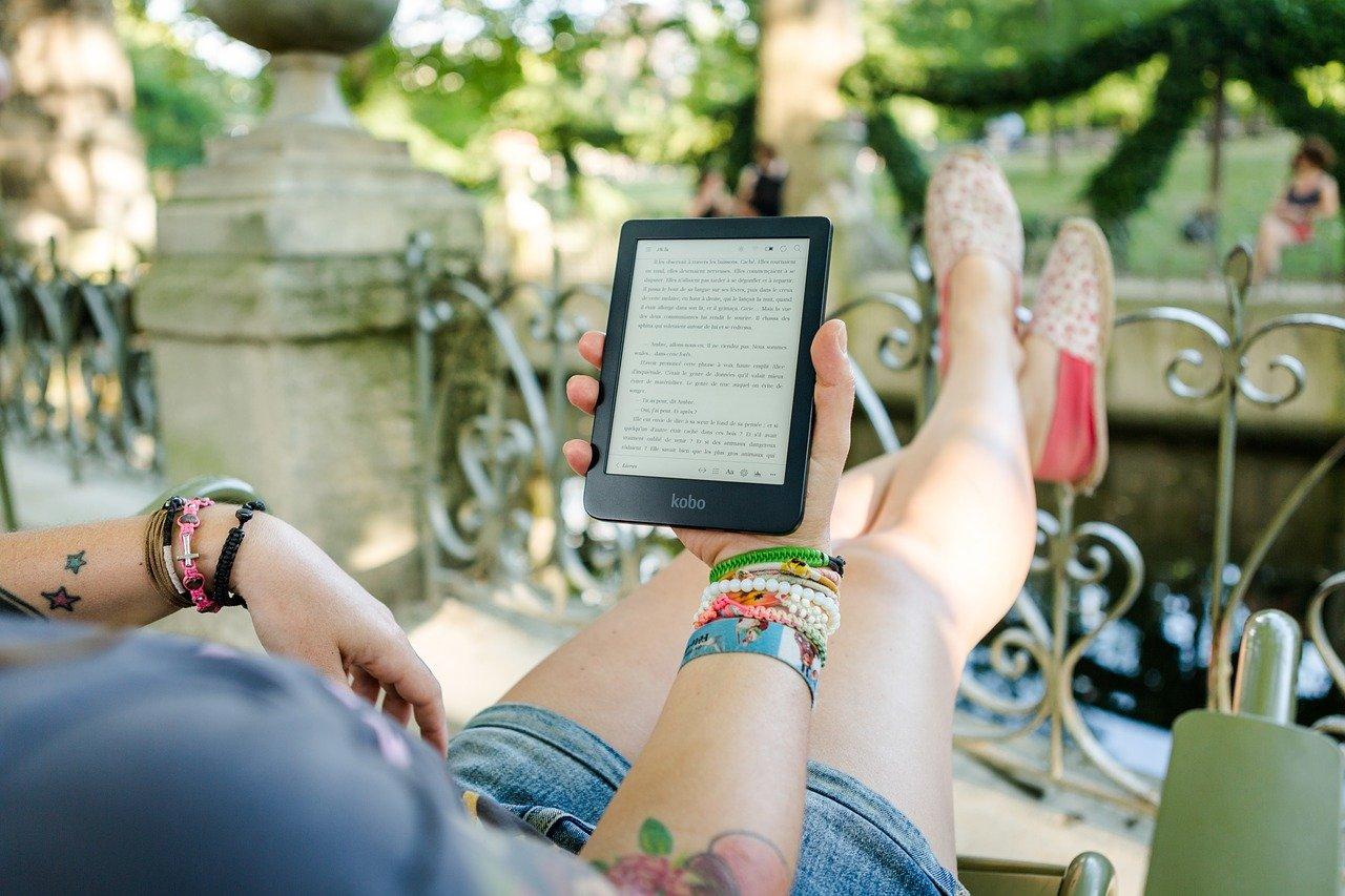 Lubisz czytać książki? Tysiące ebooków w Twoim urządzeniu