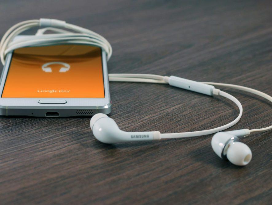 Słuchaj audiobooków podczas wakacyjnych podróży